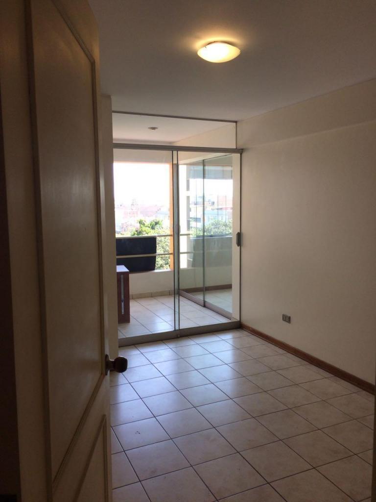 Alquiler departamento en Barrio médico surquillo tercer piso