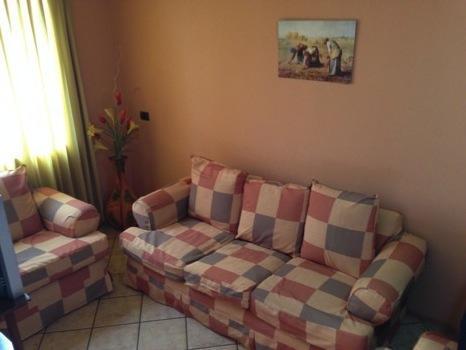 alquilo apartamento amoblado , incluye servicios