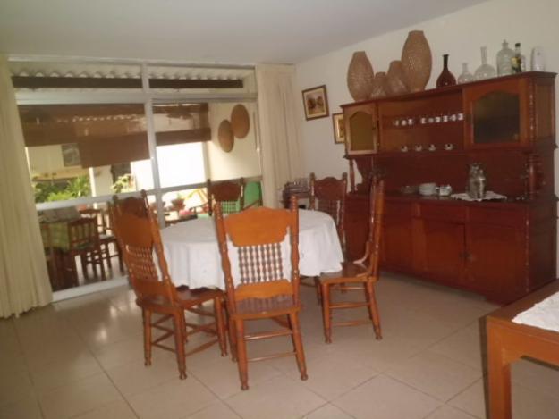 Casa 4 dormitorios, estudio, Reyna Farge a 1/2 cdra. clínica Belen REMATO
