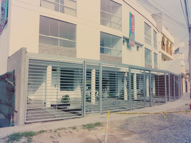 CHORRILLOS VENDO CASA CHALET incluye aires EN CONDOMINIO 117MT2
