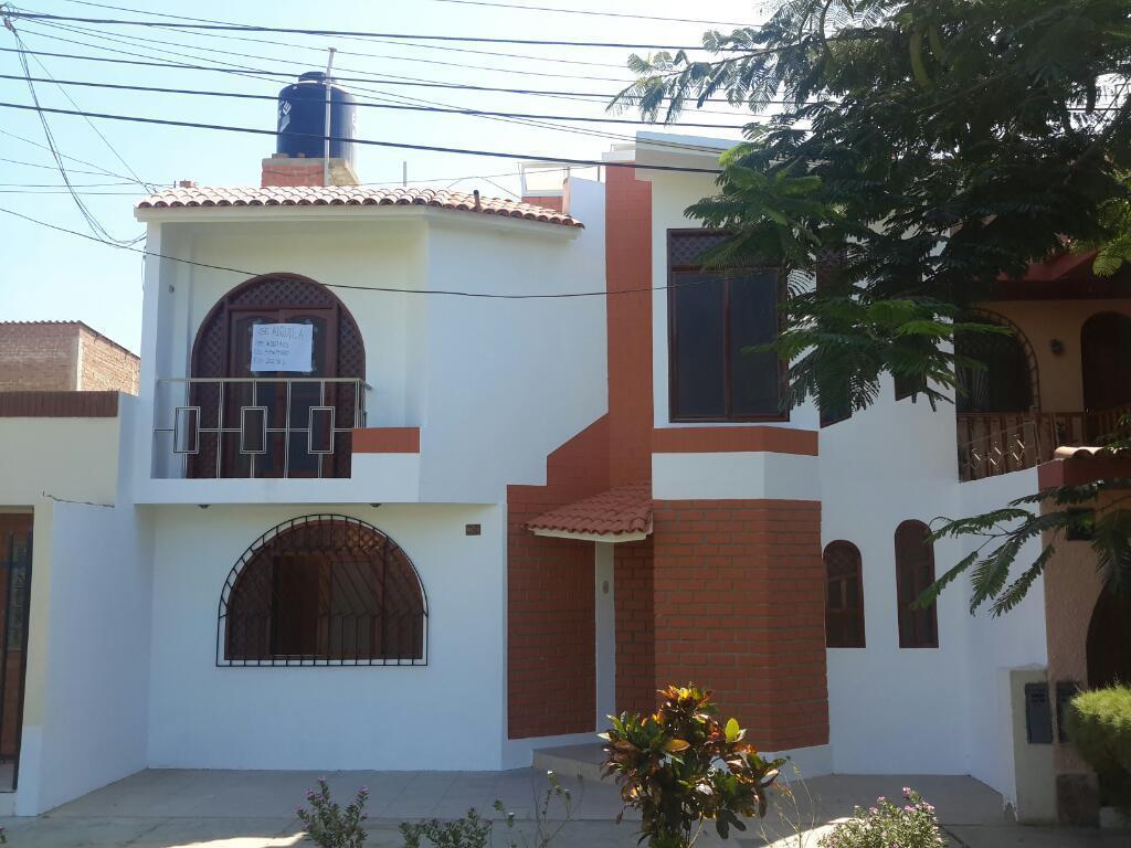 Alquiler amplia casa dos pisos urb. La Plata, camino a Pimentel
