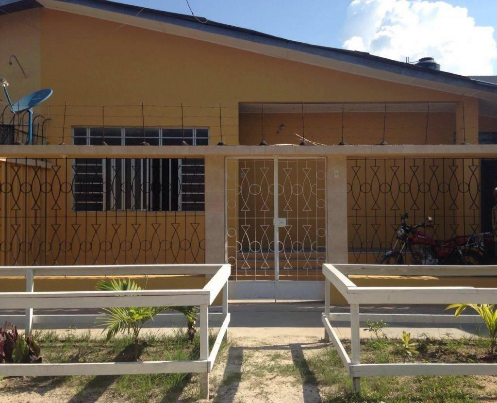 Alquiler de casa chalet con 3 dormitorios