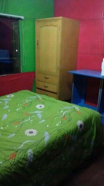 Alquilo habitación amueblada