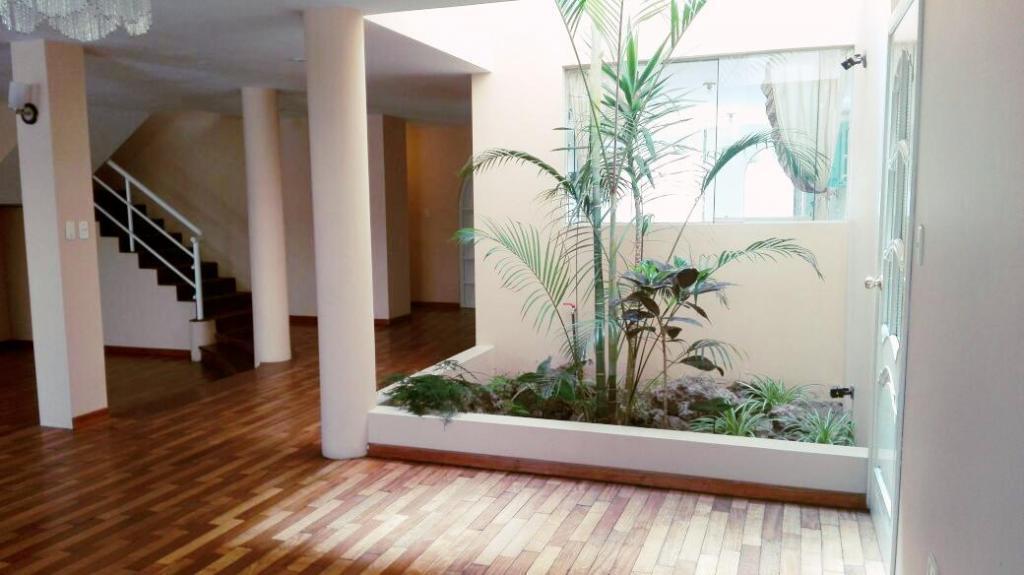 YANAHUARA alquilo casa con amplios jardines en quinta privada