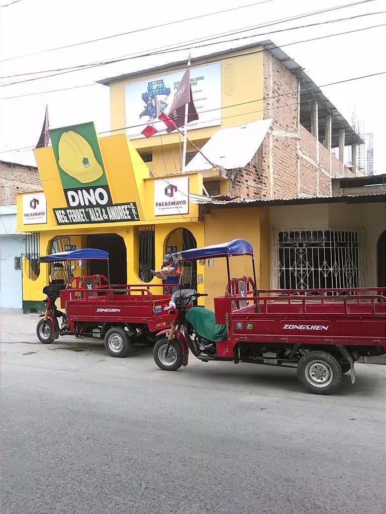 VENDO LOCAL COMERCIAL 186M2 DE 3 PISOS ZONA COMERCIAL EN  A 2 CDRAS DE MERCADO MODELO