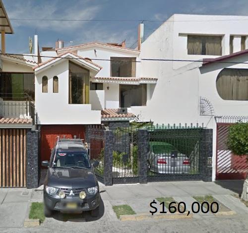 REMATO HOY CHALET EN LAMBRAMANI 3 pisos $155,000