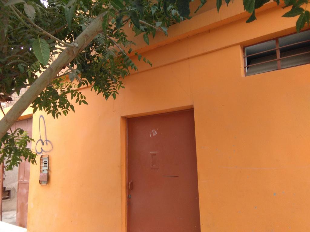 Casa en Puente Piedra Cercado con 3 departamentos interiores
