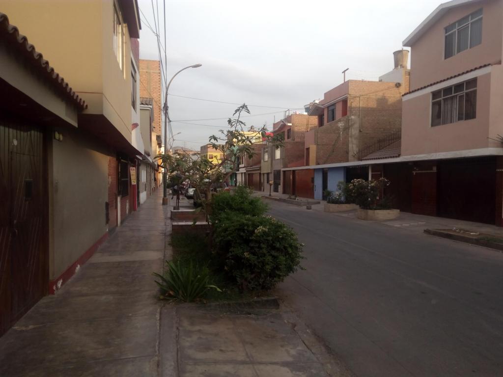Venta de 3 pisos mas azotea en la mejor zona de Los Olivos